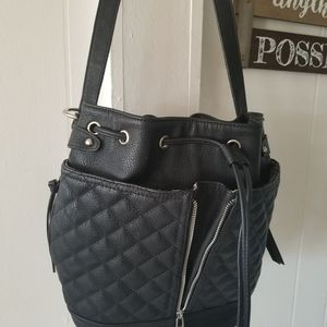 Steve Madden black bucket pocketbook